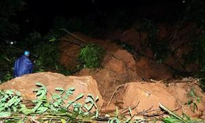 Vừa thông tuyến, quốc lộ nối Lào Cai - Sa Pa lại tê liệt