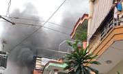 Khu phố Sài Gòn náo loạn khi nhà 4 tầng cháy ngùn ngụt