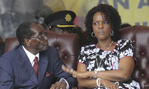 Grace Mugabe vàRobert Mugabe trong tiệc sinh nhật của ông năm 2016. Ảnh:AFP.