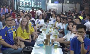 Fan Thụy Điển phấn khích cổ vũ World Cup ở Hà Nội
