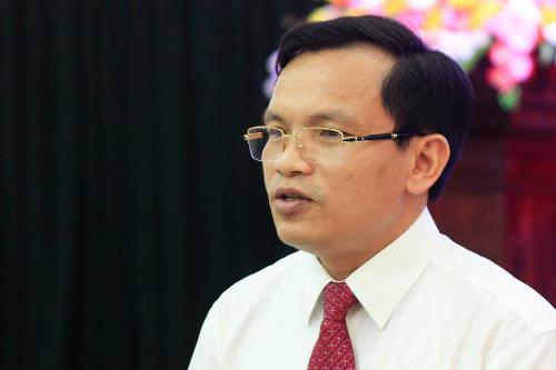 Cụ trưởng Quản lý chất lượng Mai Văn Trinh thông tin về quy trình chấm thi trong buổi họp kết thúc kỳ thi THPT quốc gia ngày 27/6. Ảnh: Dương Tâm