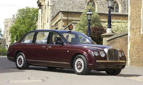 Bentley State limousine là một trong những mẫu xe nổi tiếng nhất của Hoàng gia Anh. Ảnh: Topspeed.