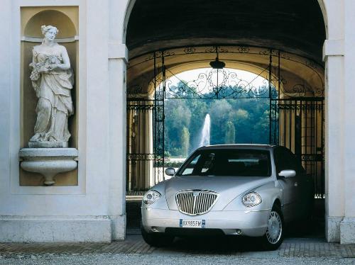 Một chiếc Lancia Thesis đời 2001. Ảnh: Lancia.
