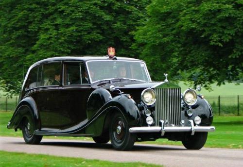 Hai trong số 18 chiếc Phantom IV thuộc sở hữu của nữ hoàng Anh. Ảnh: Pinterest.