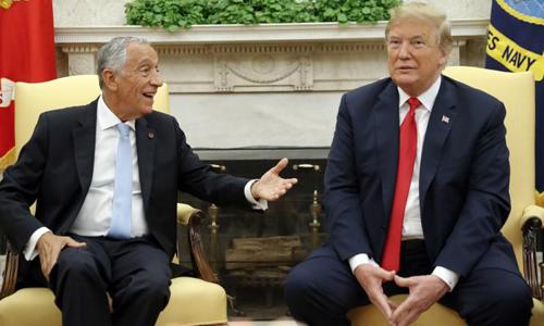 Tổng thống Mỹ Donald Trump trò chuyện cùng Tổng thống Bồ Đào Nha Marcelo Rebelo de Sousa tại Nhà Trắng hôm 27/6. Ảnh: AP.