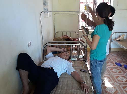 Một trong số số người dân đã tới trạm y tế xã Ngọc Sơn để thăm khám ngày 28/6