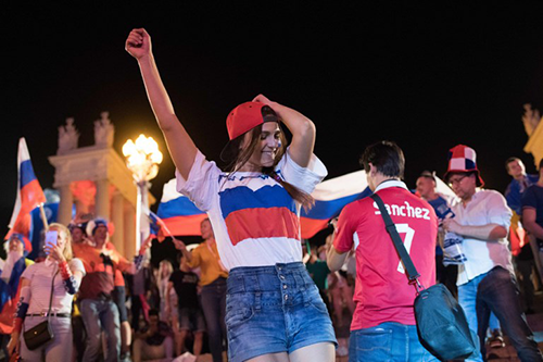 [Caption]Russian football fans celebrate after their teams victory in the Russia 2018 World Cup Group A football match between Russia and Egypt, at the Fan Zone in Volgograd on June 19, 2018.