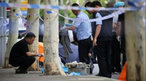 Hiện trường vụ đâm dao ở Thượng Hải. Ảnh: Reuters.