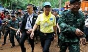 Thái Lan khoan núi, thả đồ cứu sinh vào hang nơi đội bóng mắc kẹt