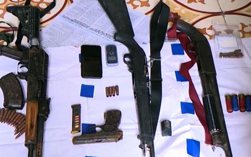 Vũ khí cảnh sát thu được sau khi tiêu diệt hai trùm ma tuý.Ảnh: Sơn Tùng