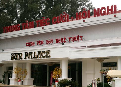 Một phần khu đất thuộc Công viên Phú Lâm (quận 6) bị cho thuê nhiều năm để xây dựng trung tâm tiệc cưới. Ảnh: Hữu Nguyên