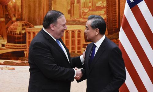 Ngoại trưởng Mỹ Mike Pomeo (trái) và Ngoại trưởng Trung Quốc Vương Nghị trong cuộc họp báo chung tại Đại lễ đường Nhân dân, Bắc Kinh hôm 14/6. Ảnh: AFP.