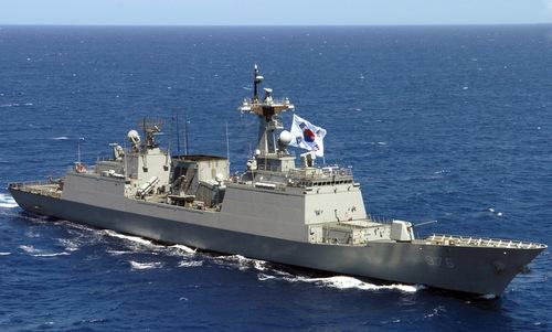 Tàu chiến Hàn Quốc tuần tra ngoài khơi bán đảo Triều Tiên năm 2006. Ảnh: USNI.