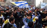 Đường phố Uruguay tắc nghẽn sau chiến thắng trước Bồ Đào Nha