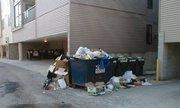 Đổ rác sai quy định ở chung cư, có bị phạt không?