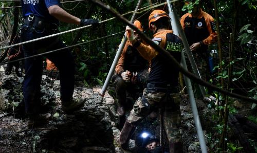 Những điều đội bóng Thái có thể làm để sống sót trong hang động