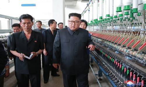 Kim Jong-un thăm nhà máy dệt, mắng công nhân không làm việc chăm chỉ