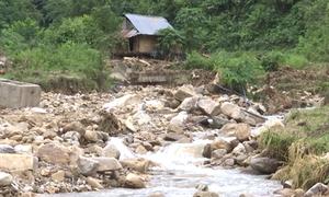 Gần 2.000 người dân Lai Châu bị cô lập sau mưa lũ