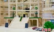 Sinh viên Trung Quốc tặng trường mô hình thư viện từ 30.000 chiếc đũa