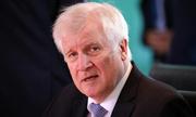 Bất đồng với Merkel, Bộ trưởng Nội vụ Đức từ chức
