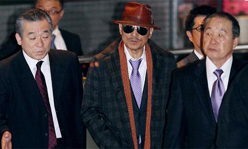 Shinobu Tsukasa (giữa)thủ lĩnh hiện naycủaYamaguchi-gumi. Ảnh:Independent