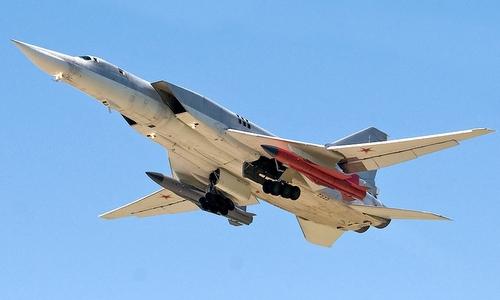 Một chiếc Tu-22M3M bay thử nghiệm với tên lửa Kh-32 đầu năm nay. Ảnh: Russian Planes.