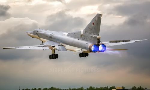Oanh tạc cơ Tu-22M3 cất cánh huấn luyện năm 2017. Ảnh: Airplane Pictures.