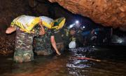 9 ngày khoét hang, vượt lũ cứu đội bóng nhí Thái Lan mắc kẹt