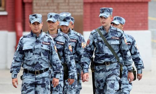 Lực lượng cảnh sát tuần tra bên ngoài sân vận động Luzhniki hôm 2/7. Ảnh: TASS.