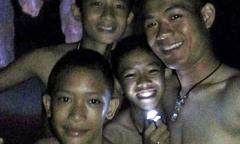 Đội bóng nhí Thái Lan mất tích trong hang 9 ngày còn sống