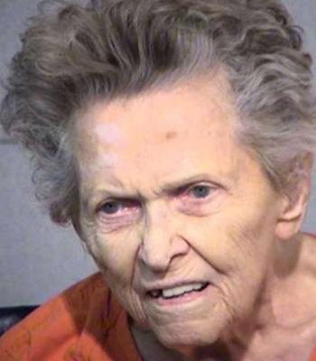 Anna Mae Blessing bị cáo buộc bắn chết con trai và tấn công bạn gái ông. Ảnh: Maricopa County