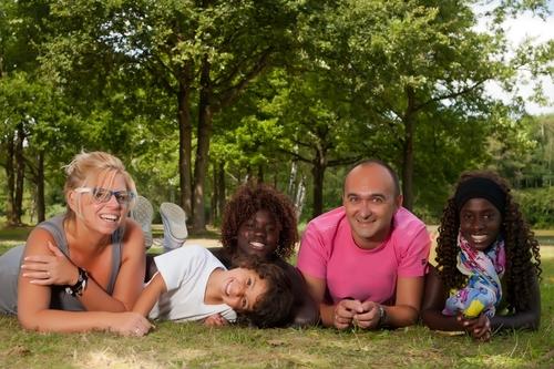 Trẻ em được chăm sóc trong gia đình thay thế. Ảnh: Berkshirechildren.