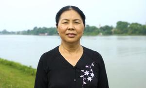 Hơn 40 năm gắn bó với nghề muối của người phụ nữ Nam Định