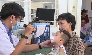 Trẻ em nhập viện tăng cao vì nắng nóng