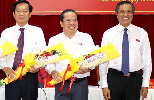 Tân Chủ tịch UBND huyện Phú Quốc Mai Anh Huỳnh (đứng giữa). Ảnh: Phúc Hưng.