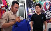 Giới trẻ Sài Gòn tìm mua áo thi đấu World Cup