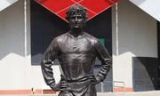 Nga bắt cổ động viên viết bậy lên tượng huyền thoại bóng đá Liên Xô