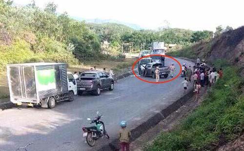 Hiện trường chiếc xe bán tải lúc bị cảnh sát khống chế. Ảnh: CTV.