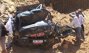 Sập mỏ đất, hai tài xế bị vùi lấp ở Hà Tĩnh
