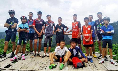 Đội bóng nhí Thái Lan trong một chuyến thám hiểm trước đó. Ảnh: Bangkok Post.