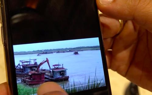 Chủ tịch Hà Nội chia sẻ hình ảnh 'tàu cát tặc hoạt động cạnh tàu cảnh sát'