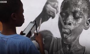 Biệt tài vẽ tranh y như thật của cậu bé nghèo châu Phi