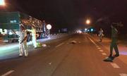 Thi thể người đàn ông bị bỏ lại giữa quốc lộ sau tai nạn