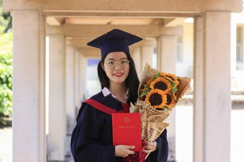 Phạm Thị Hồng Vân là thủ khoa Ngôn ngữ và Văn hóa Pháp của Đại học Ngoại ngữ. Ảnh: D.T