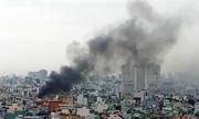 Căn nhà sát chợ ở Sài Gòn cháy ngùn ngụt