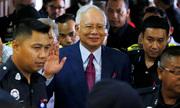 Cựu thủ tướng Malaysia kiện ba quan chức điều tra mình