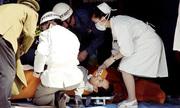 Vụ tấn công bằng chất độc sarin biến tàu điện Tokyo thành 'chiến trường' năm 1995