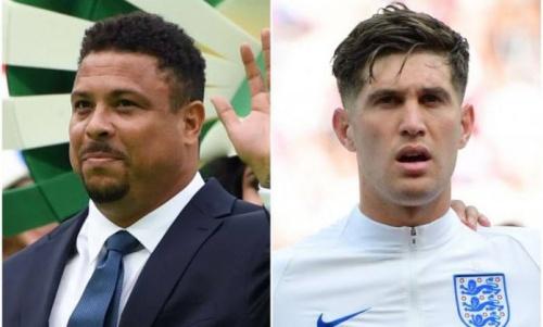 Huyền thoại bóng đá Brazil Ronaldo, trái, và trung vệ Anh John Stones. Ảnh: AFP.