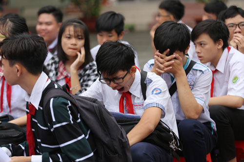 Nhiều học sinh uể oải, mệt mỏi trong giờ học buổi sáng. Ảnh: Quỳnh Trần.