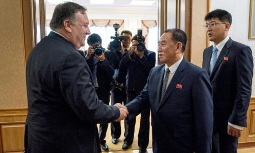 Ngoại trưởng Mỹ Pompeo, trái, gặp Phó chủ tịch đảng Lao động Triều Tiên. Ảnh: Reuters.